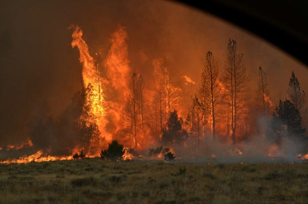 Medford A Lightning Caused Wildfire In Southern Oregon S Lake County Has Grown Dramatically Prompting O Oregon Lakes Lake View United States Forest Service