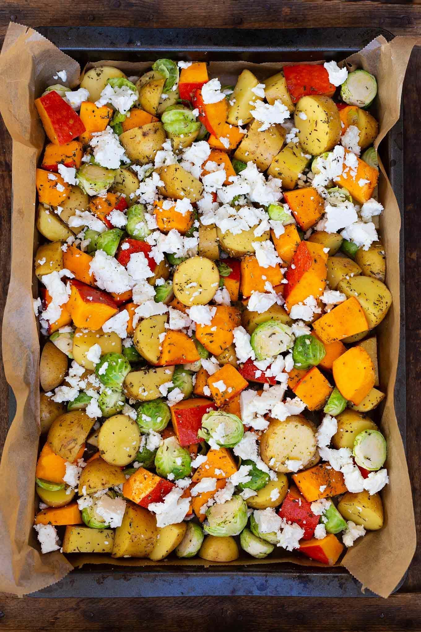 Ofenkartoffeln mit Kürbis, Rosenkohl und Feta (nur ein Blech!) – Kochkarussell