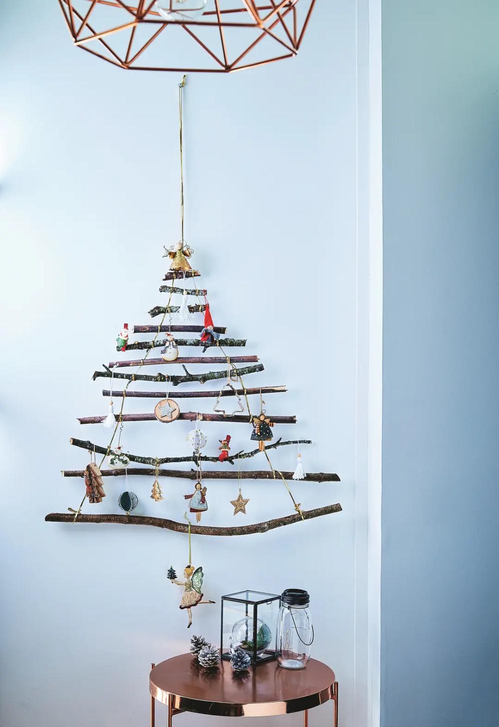 Un beau #sapin de #Noël en bois à faire soi-même ! #DIY # ...