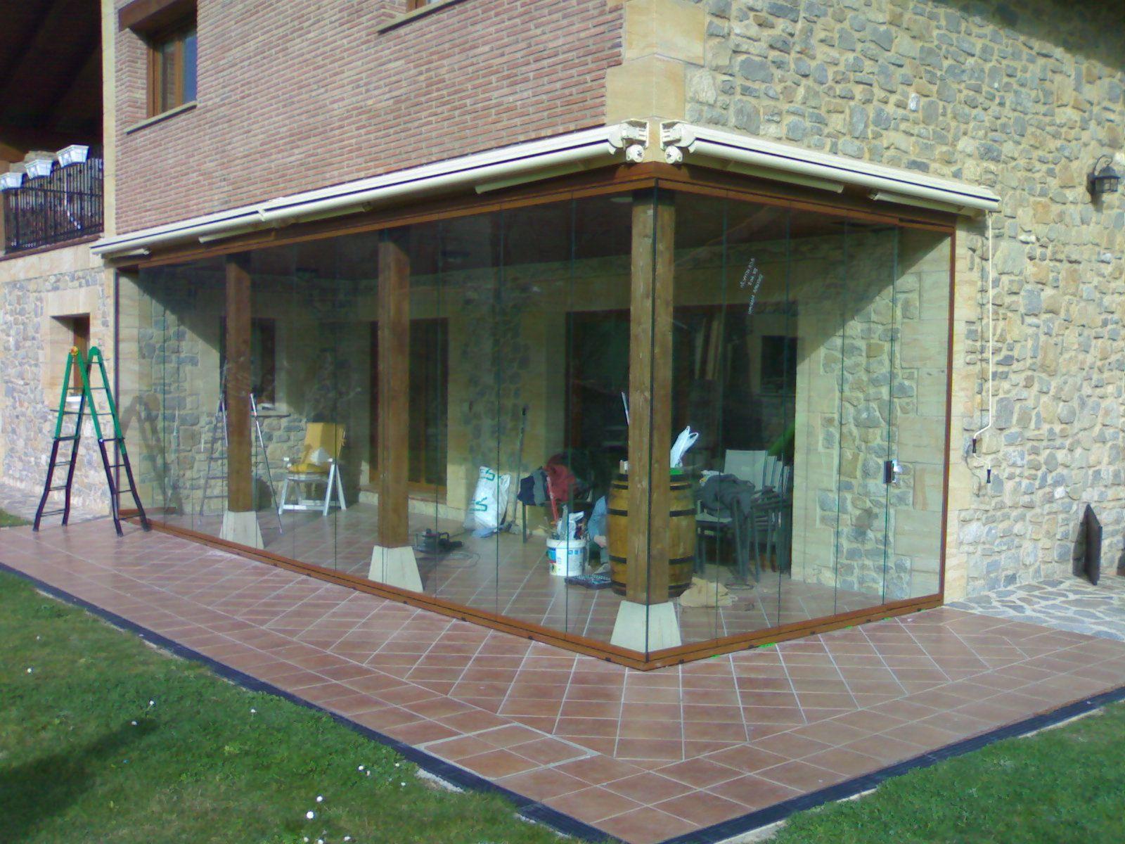 Las cortinas de vidrio son una excelente elecci n a la - Como cerrar un porche ...