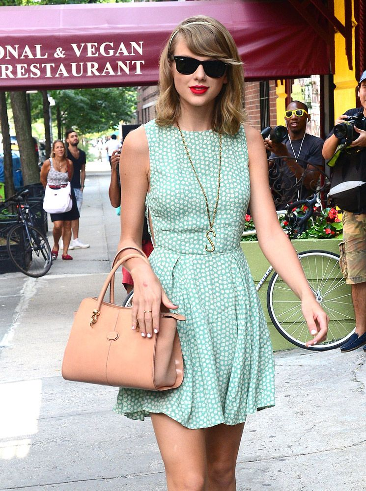 Taylor Swift with Tod s Sella Tote  829412dfea47a