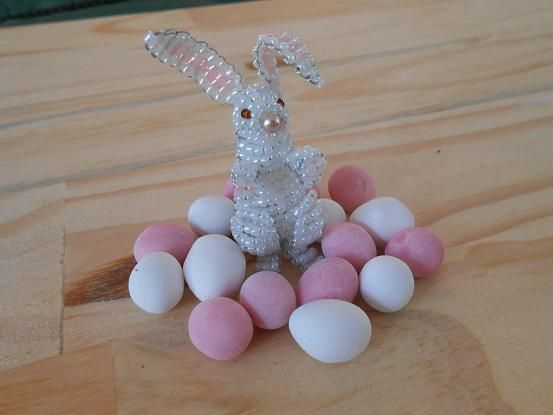 3d Beaded Easter Bunny Tutorial Easter Bunny Beaded Crafts Easter