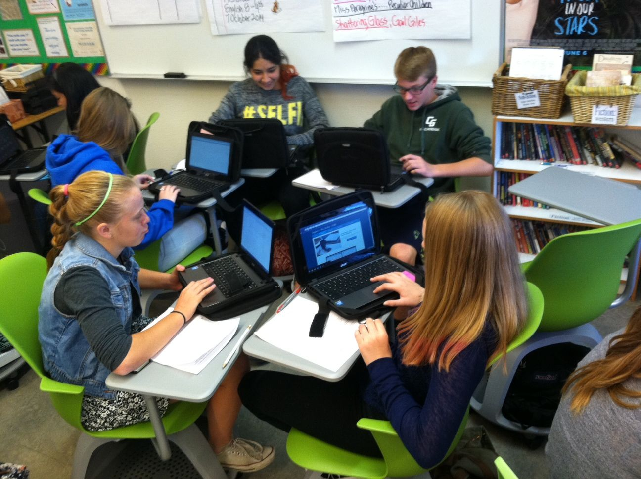 Modern middle school classroom - Collaboration On Wheels 21st Century Classroom Furniture At Work