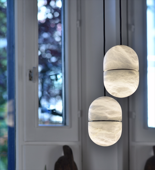 As in all our pieces in backlit alabaster, Yum patterns vary depending on the light. The magic of alabaster reflects the endless beauty of Mother nature.  #atelieralainellouz #yum #pendantlight #alabaster #mothernature #naturalbeauty #stone