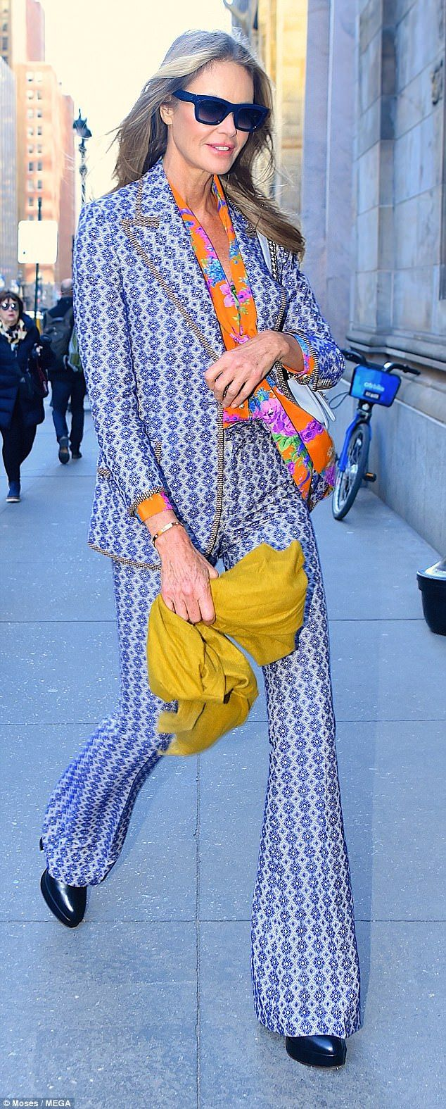 Elle macpherson looks striking in a floral pantsuit she had one of
