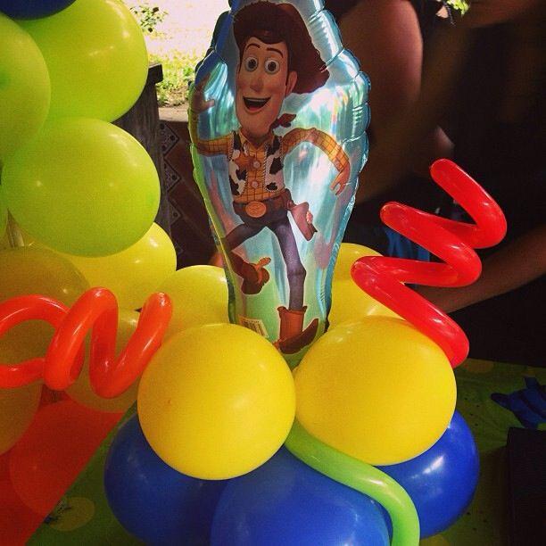 Toy story balloon centerpiece centro de mesa con globos - Centros de mesa con globos ...