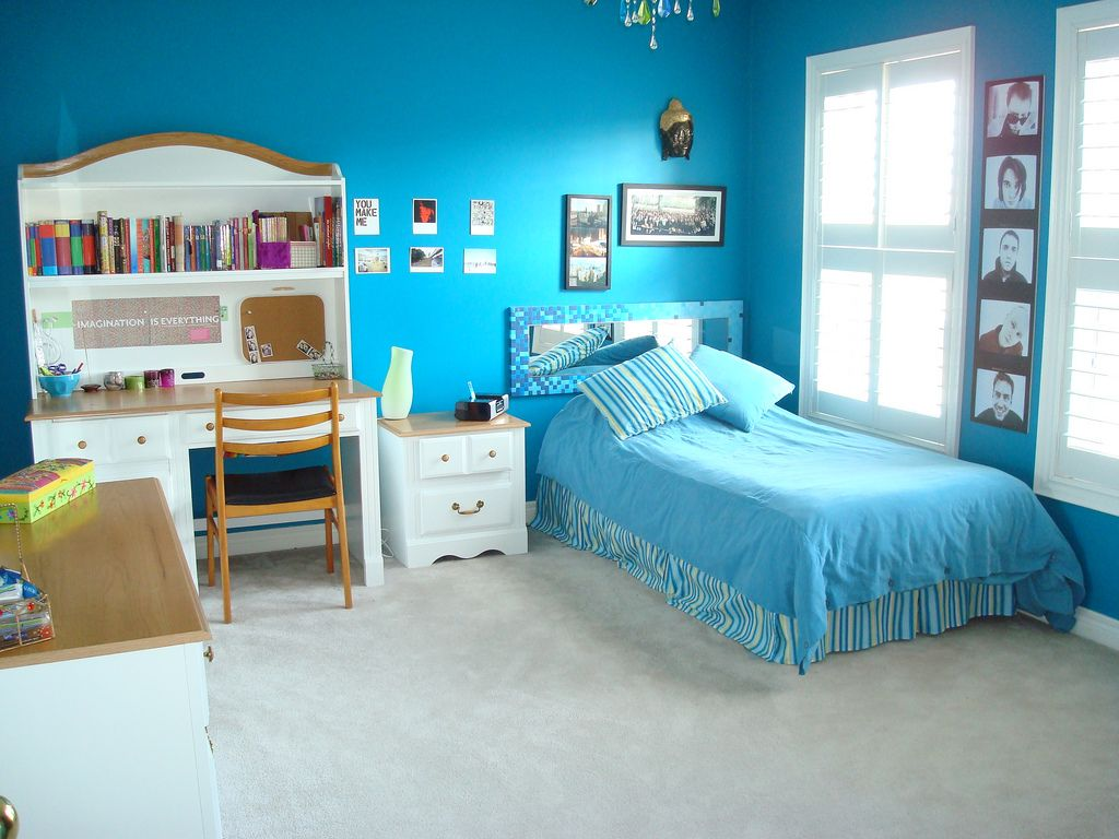 Cool Blue Theme Bedroom With Clam Bedding Accessories And Corner Study E That Have Useful Desk Also Beautiful Picture Frame Wall Decorating