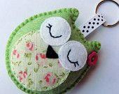 Artículos similares a Owl Keyring / Handbag Charm x1 en Etsy