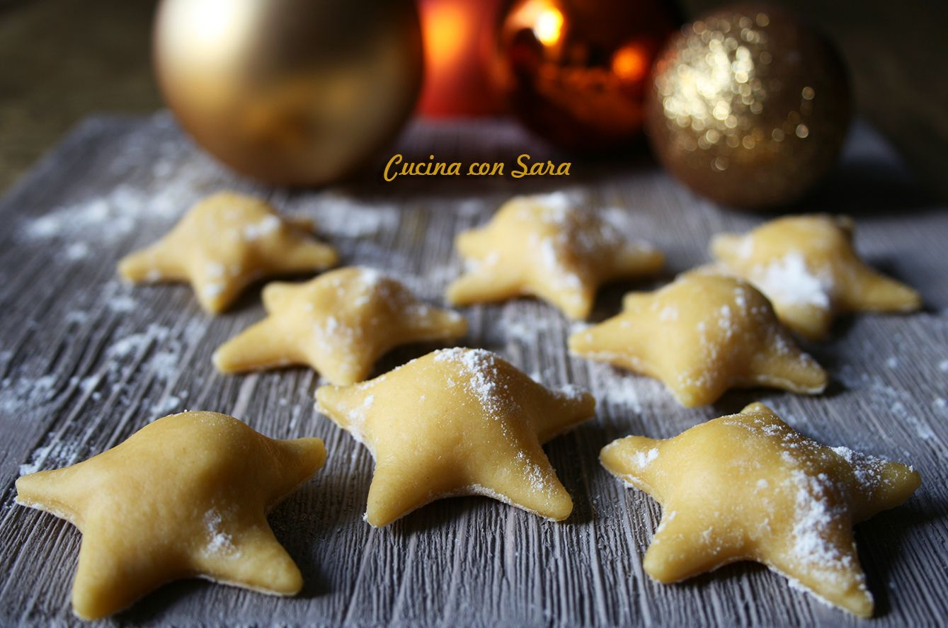 Ravioli a stella con pecorino, miele e noci. Ricetta qui: http://blog.giallozafferano.it/cucinaconsara/ravioli-a-stella-con-pecorino-miele-e-noci/