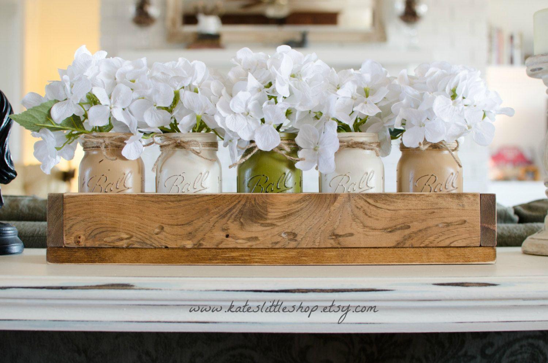 Centros De Mesa Con Mason Jars Y Caja S De Madera, Acompañados De Flores  Blancas · Mason Jar CenterpiecesKitchen ...