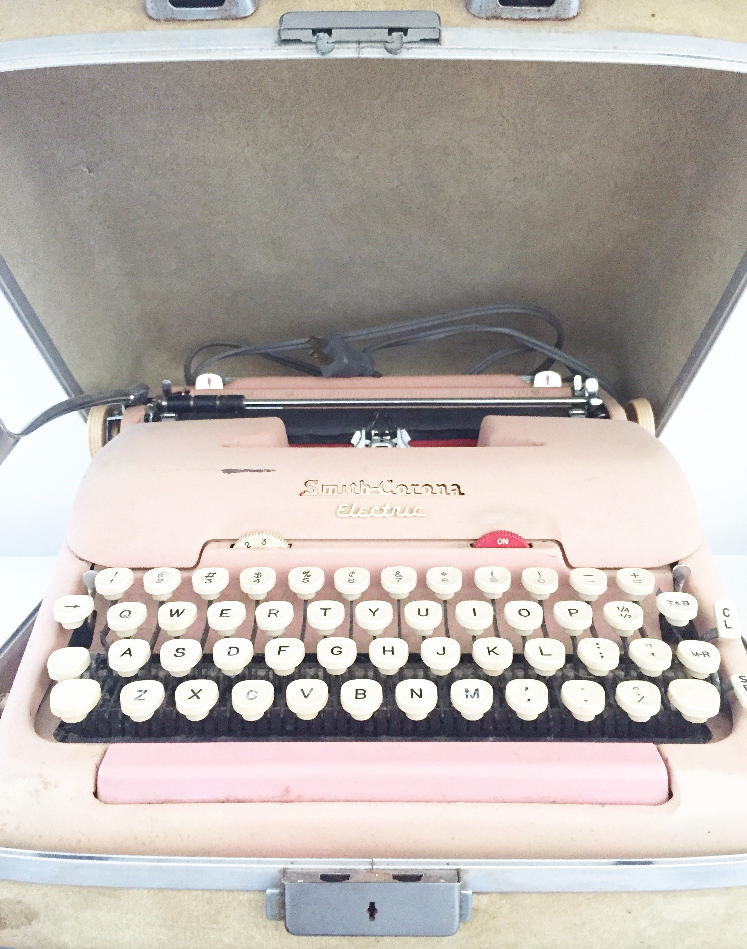 Vintage Smith Corona Typewriter Needs New Ribbon Electric Pink Comes In Case Free Shipping Even If You Don T Use It Looks Great On A Book Shelf