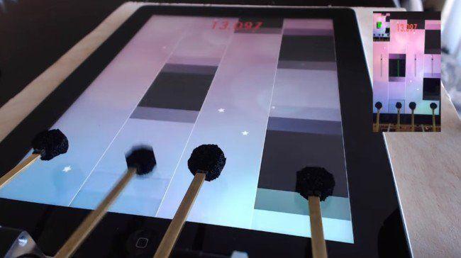 Este frenético robot demuestra cómo se juega de verdad en el iPad  https://t.co/dRWHXNNxMN https://t.co/Ce3Os4j4zz