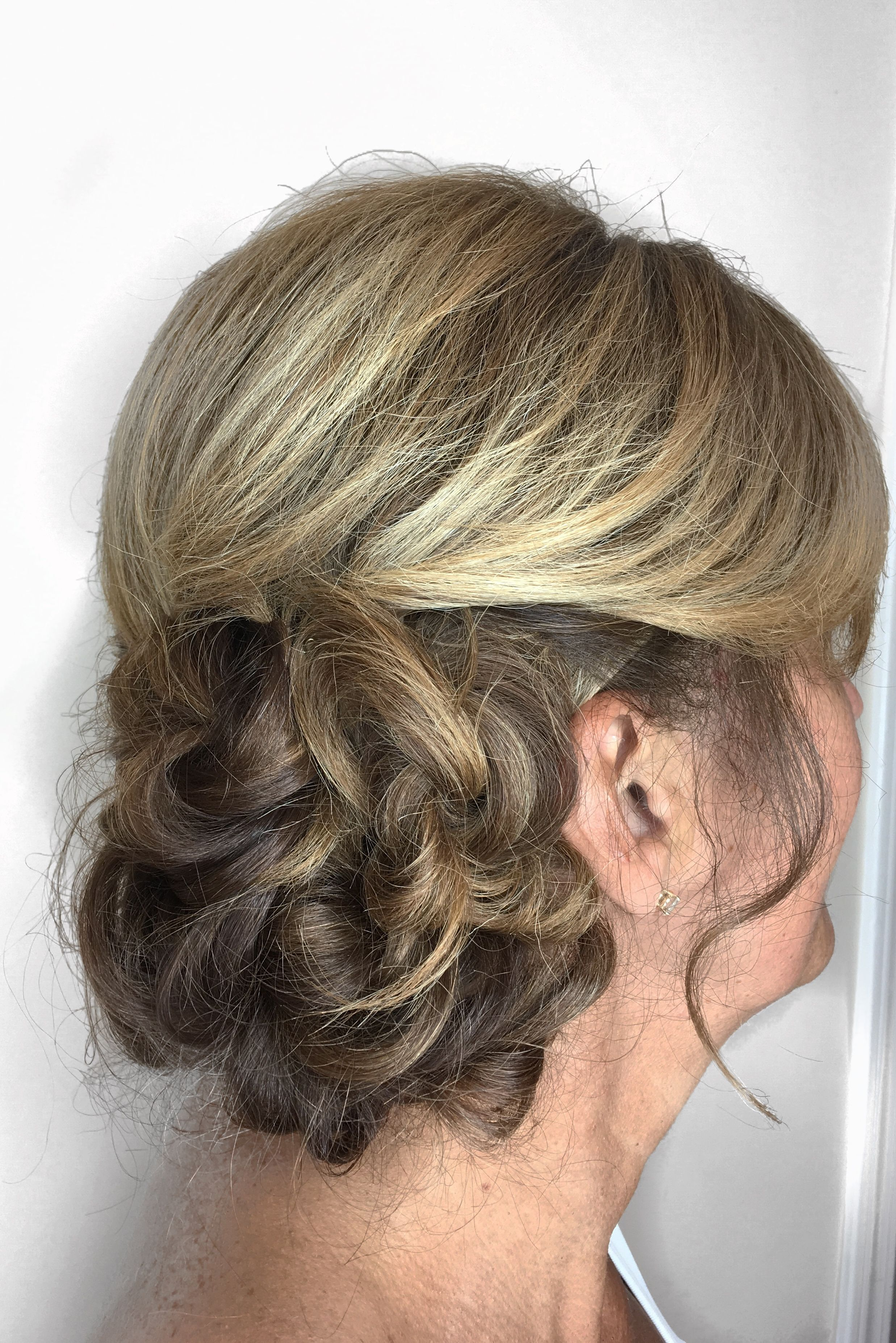 Curly side bun | Curly side buns, Hair styles, Prom hair