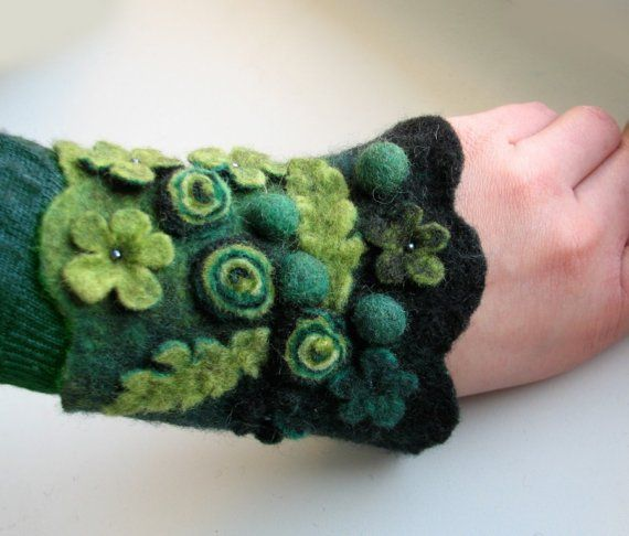Green Meadow Felt Bangle / Wrist Cuff  Hand felted by vaivanat Etsy
