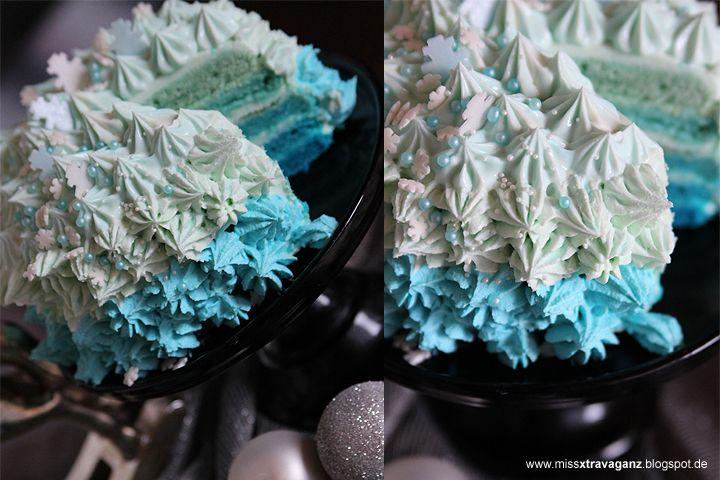 Blue Ombre Layer Cake Schneeflöckchenkuchen