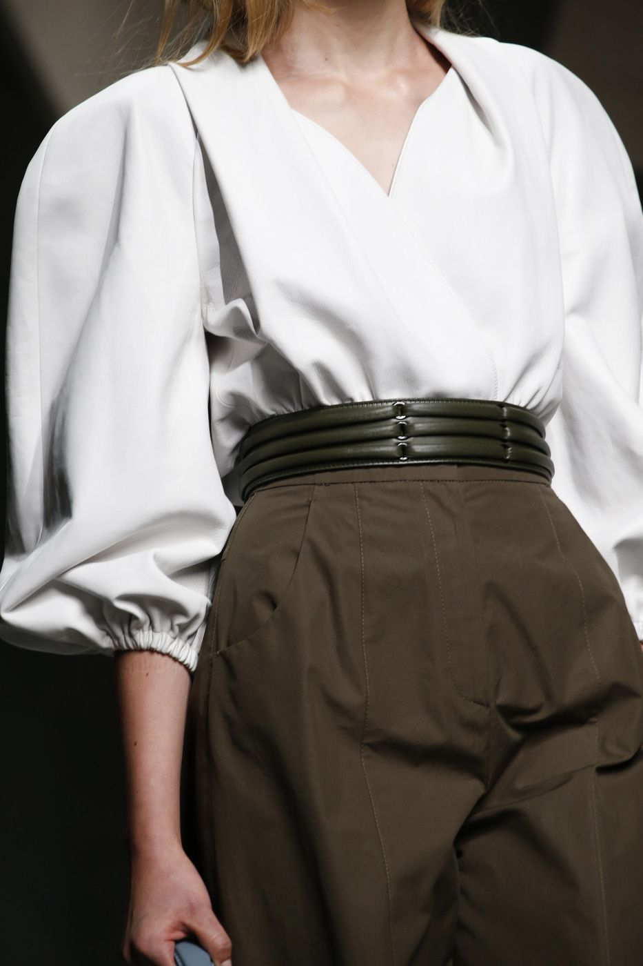 White shirt with bishop sleeves + high waisted trousers; fashion details // Fendi Spring 2016