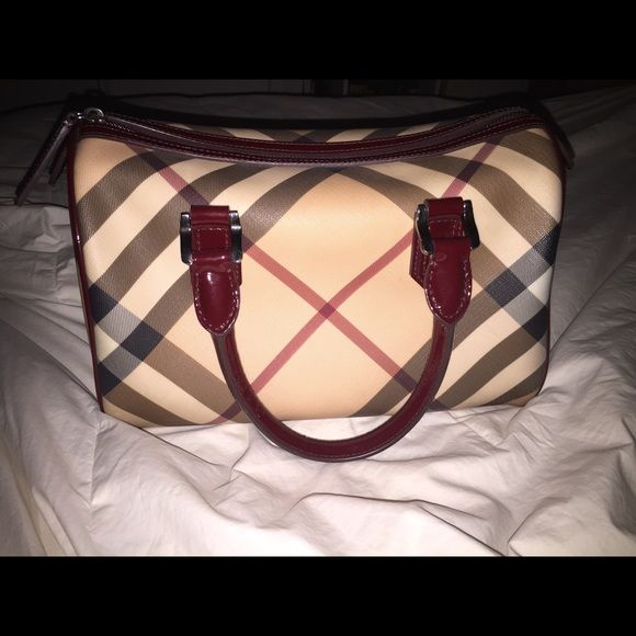 Authentic Burberry speedy bag This bag is gorgeous and in great condition.  There a very fbb1d0483772f
