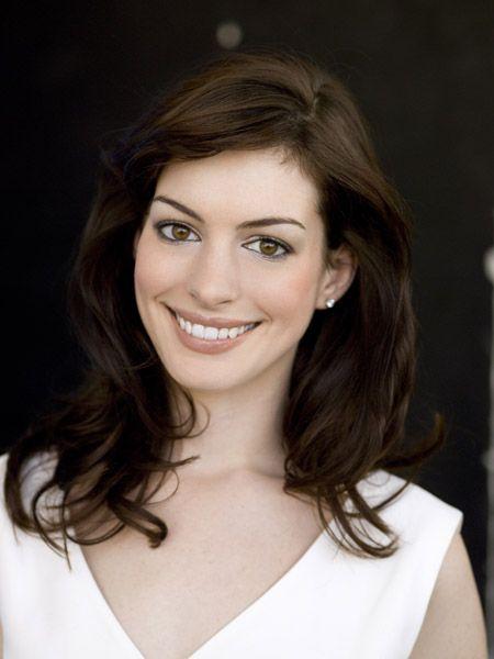 Anne Hathaway Anne hathaway, Coiffure et Princesse