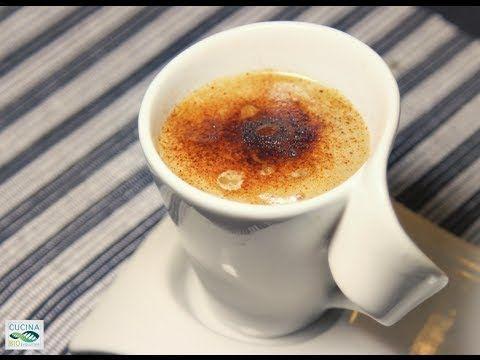 Raw Cappuccino: Ricetta Fruttariana Igienista ATTREZZATURA frullatore, schiumino, colino INGREDIENTI 2 banane, 1/4 di cucchiaino di carruba in polvere, 4 dat...