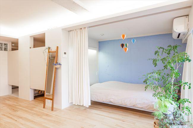 スイングドア 寝室の仕切りはカーテン 和のインテリア 自宅で 模様替え