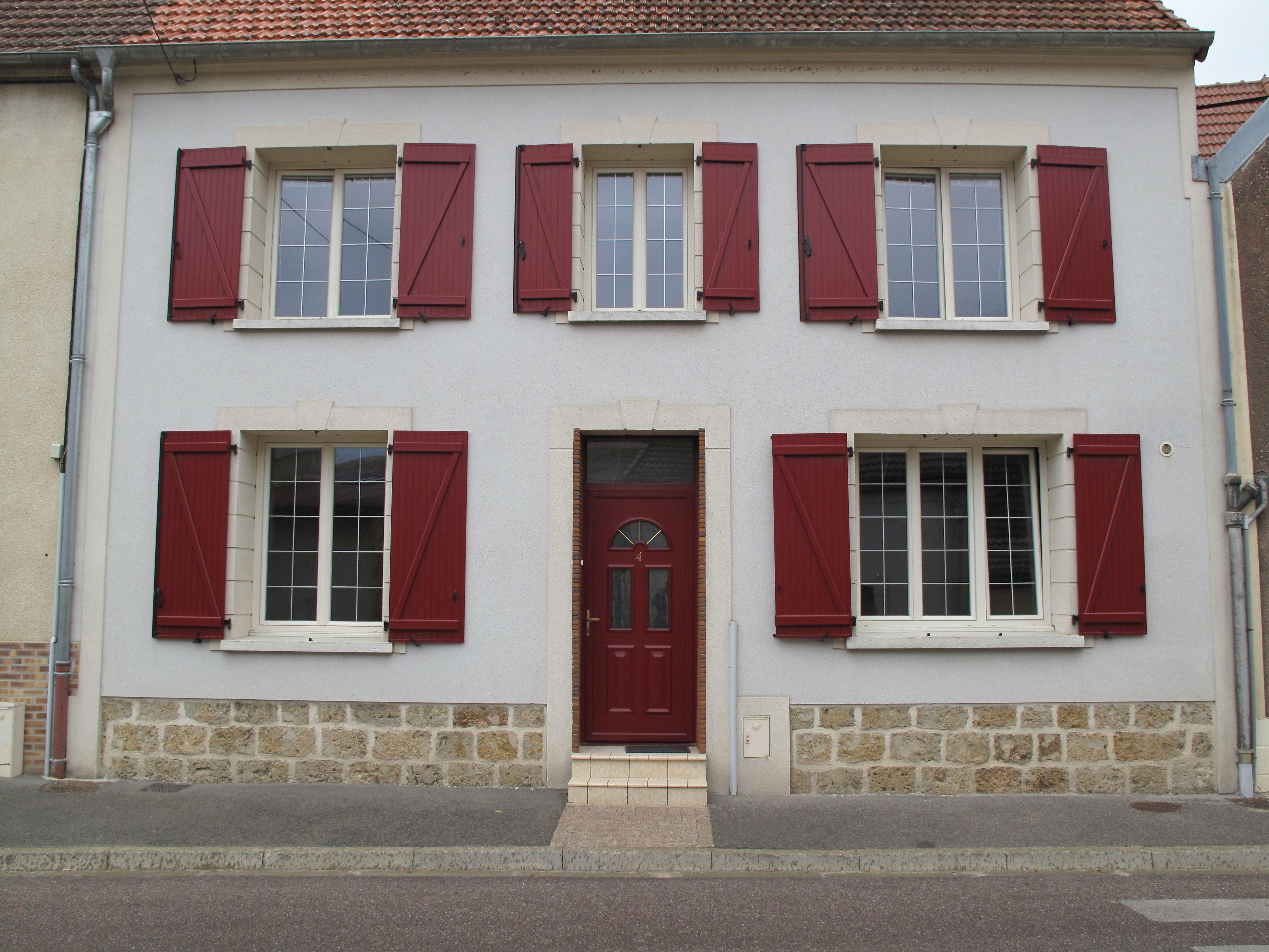 Couleur Façade Maison Ancienne couleur rouge : des volets rouges apporteront cette note de