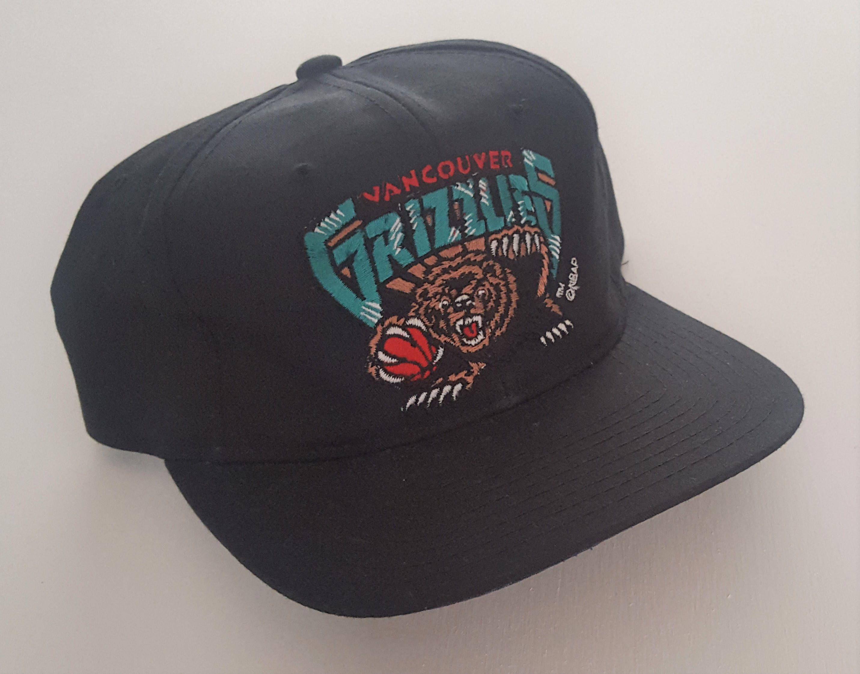 new concept 50bd8 574f2 Vintage Vancouver Grizzlies Starter Snapback Hat NBA VTG by  StreetwearAndVintage on Etsy