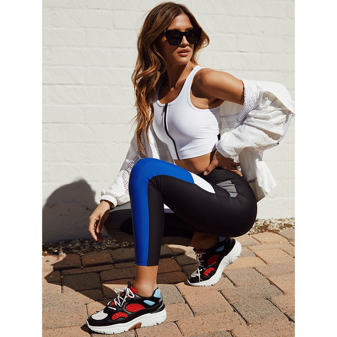 sneaker lace up