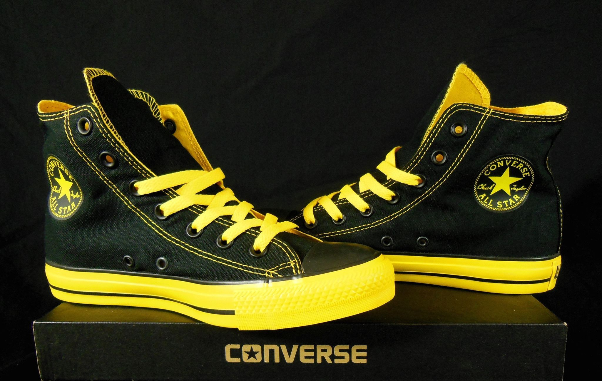 Converse Black & Yellow All Star Chuck Taylor Kicks