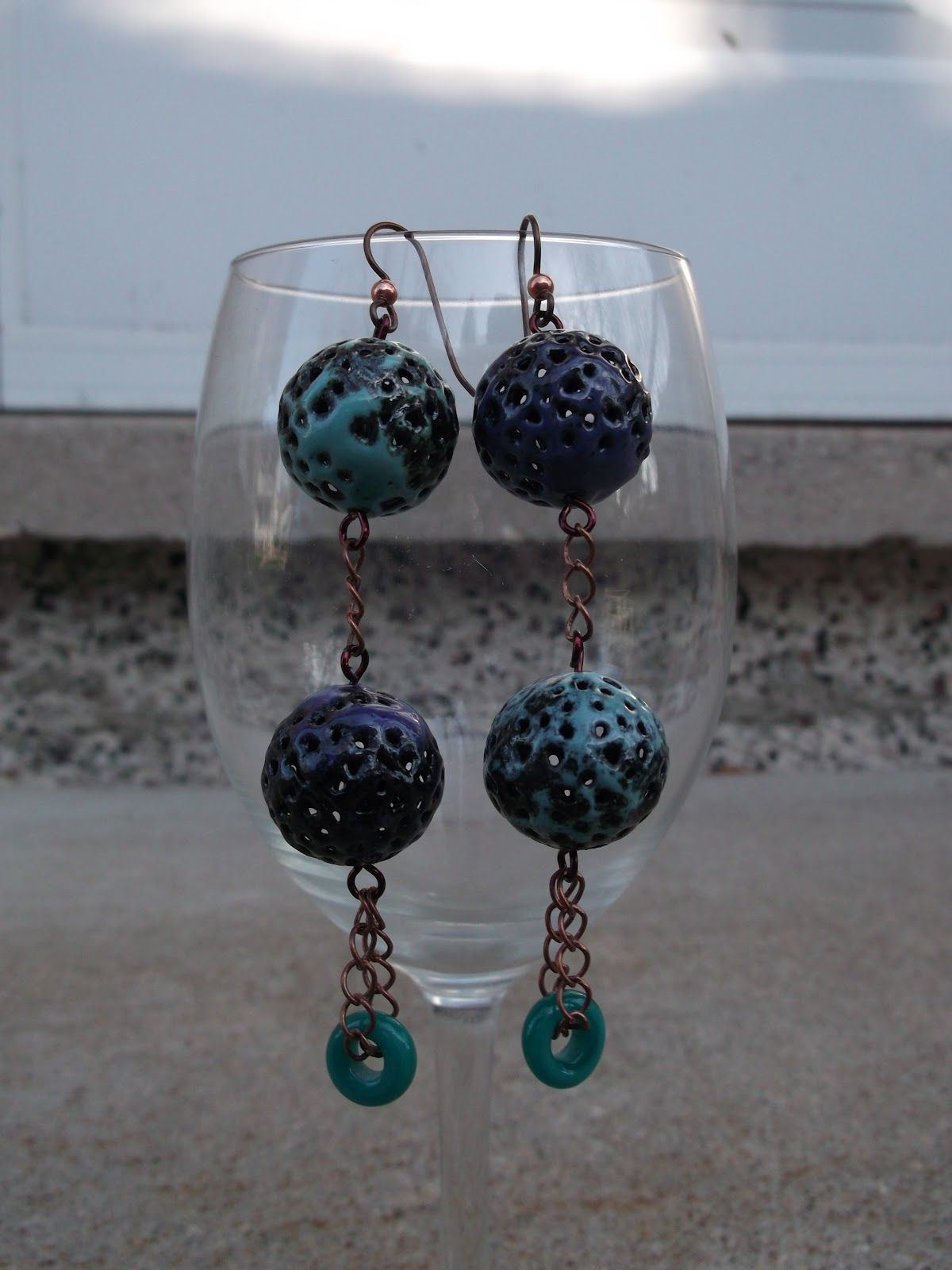 Defrosted some soup  Last week I pulled out the some of the extra beads that I had received in my first BSBP from Lynne Bowland. I made a couple of pairs of earrings with some of them. Slowly but surely, I will be able to do justice to the soups I've been sent