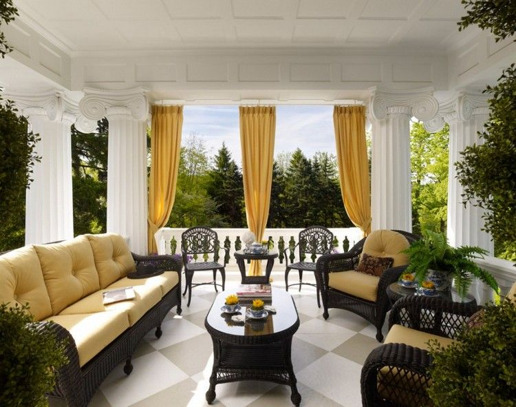 rideau v randa en jaune moutarde meubles en rotin et carrelage sol en damier jardin. Black Bedroom Furniture Sets. Home Design Ideas