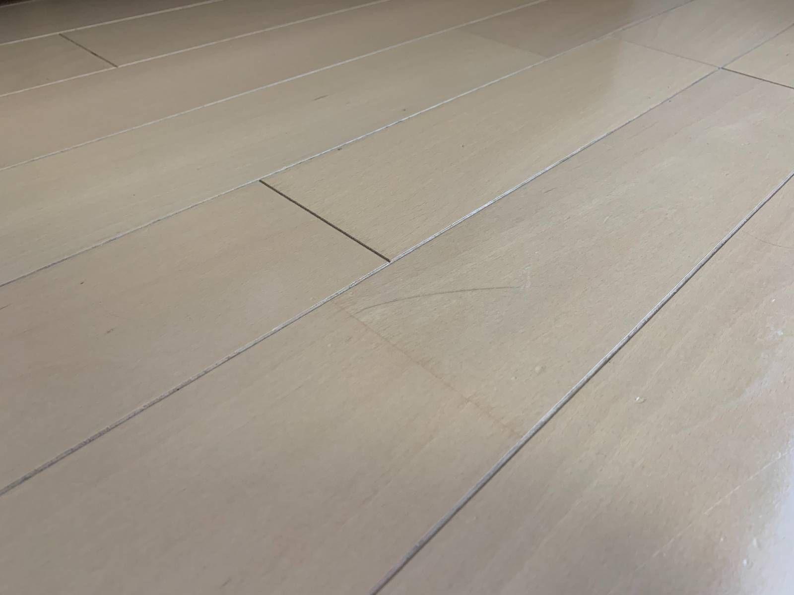 オキシクリーンで壁紙を掃除 フローリングもソファも リビングを丸ごときれいにする方法 壁紙 掃除 フローリング オキシクリーン