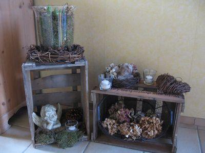 Weinkisten Deko alte weinkisten mit nat rlichen materialien dekoriert versch