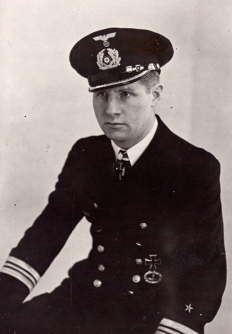 ✠ Heinrich Lehmann-Willenbrock (11 December 1911 – 18 April 1986) RK 26.02.1941 Kapitänleutnant, Kdt. U-96 [51. EL] 31.12.1941 Kapitänleutnant, Kdt. U-96