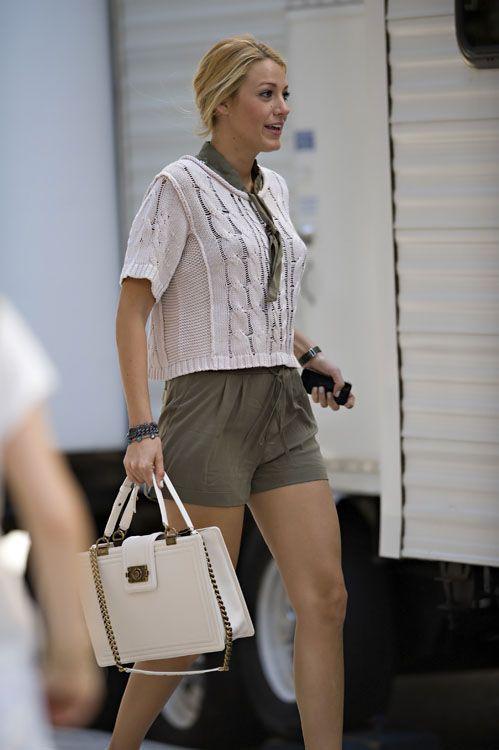 b76793e15020 Blake Lively, White Chanel Boy Chanel Tote   Mode Fashion ...