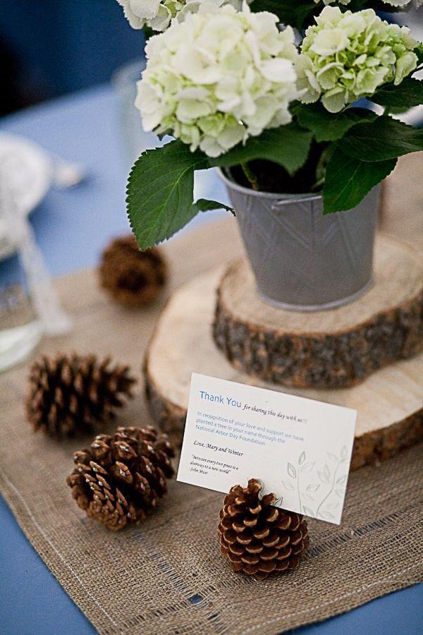 Tischdeko holzscheiben  tischdeko-hochzeit ideen weiße hortensien eimer holzscheiben ...