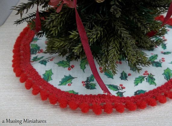 Trimmed Christmas Tree Skirt White Holly in 1 Inch Scale for