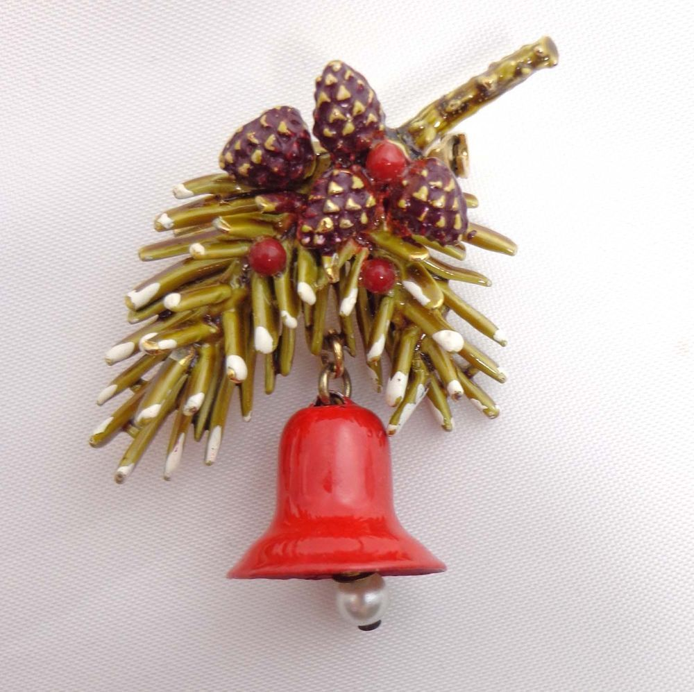 Signed ART Brooch Pin Christmas Pine Cones Holly Gold Tone 902 #ART
