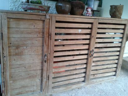 Make a shoes and tools cabinet from pallets