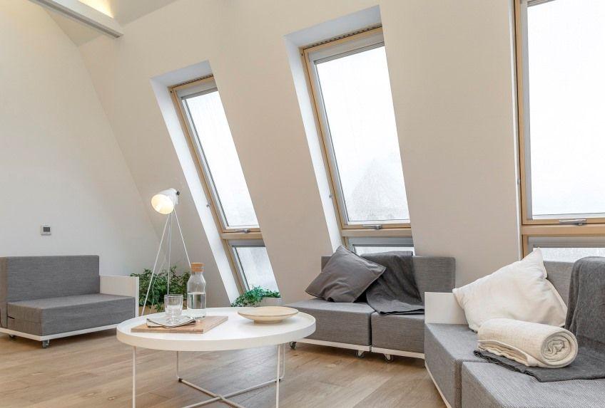 Woonkamer Op Zolder : Inspiratie voor de woonkamer op zolder met veel daglicht via