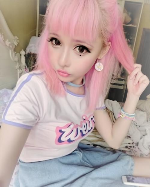 how to make bitmoji e from snapchat contact