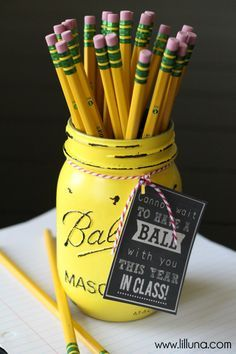 CUTE Ball Jar Gift idea for teacher { lilluna.com } Would use it at home for storing paint brushes, pens, markers and pencils.