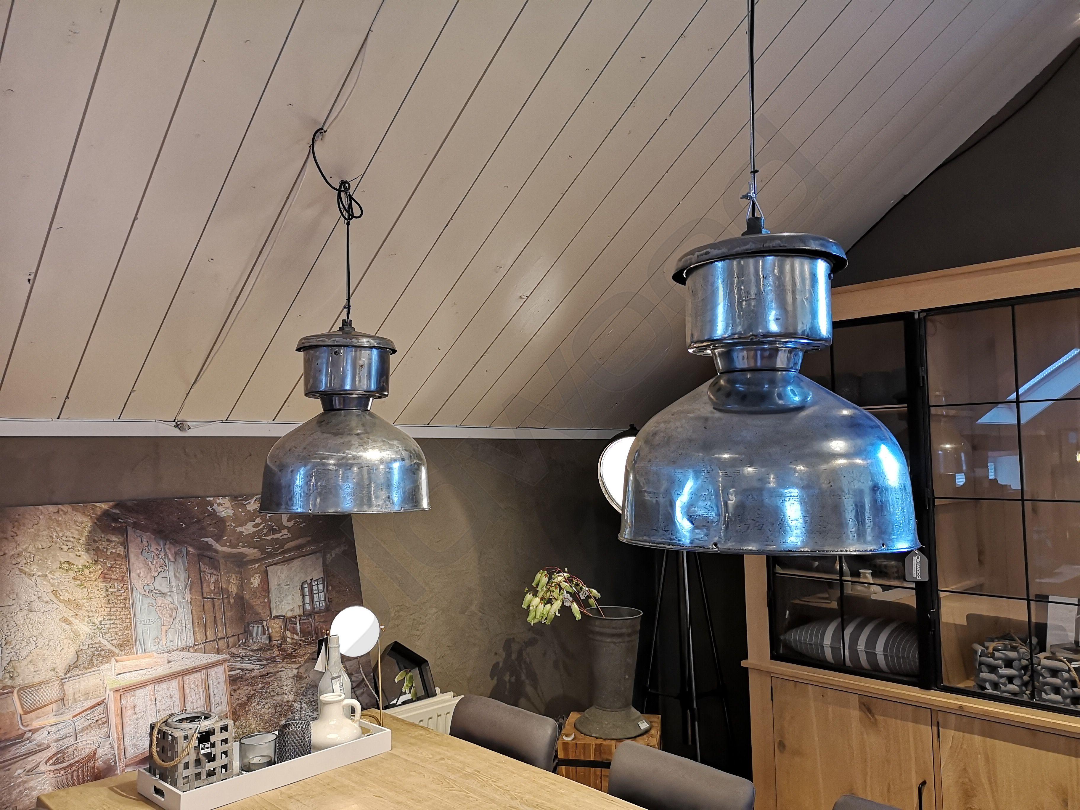 Oude Industriele Lampen : Deze oude industriële lamp uit frankrijk is verchroomd wat de