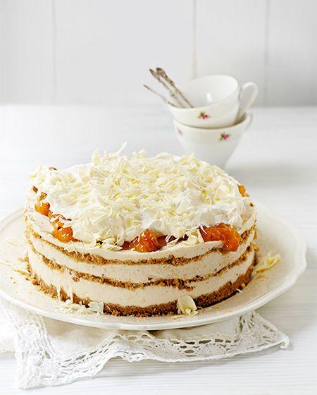 finnish cloudberry cream cake Lakkakakun jujuna on rapea keksipohja ja herkullinen täyte.