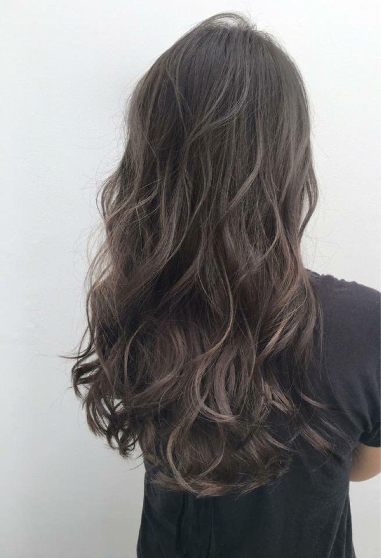 暗髪グレージュハイライト 髪型 ロング パーマ 髪色 ハイライト