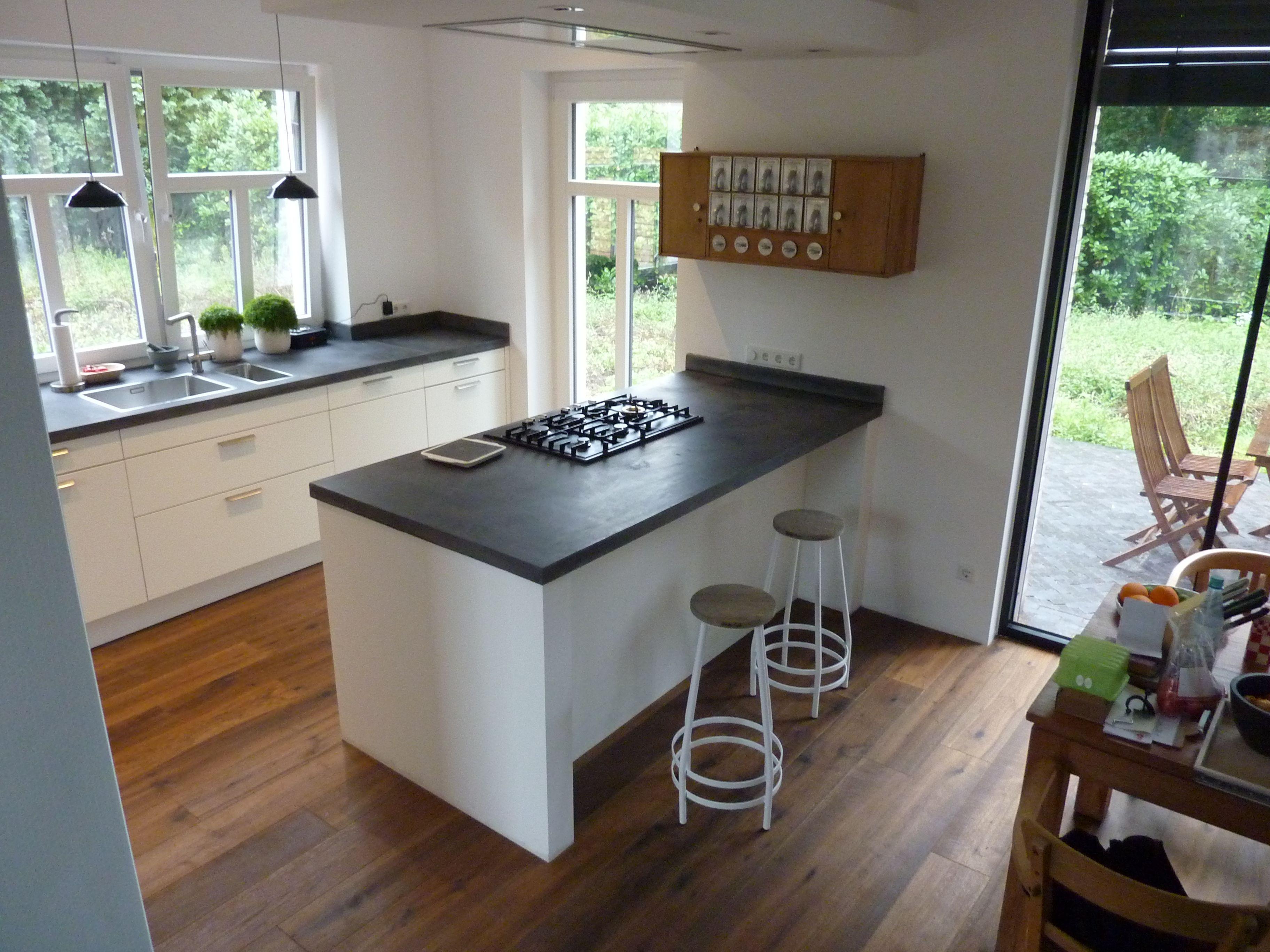Beton Küchenarbeitsplatte eine beton küchenarbeitsplatte mit eingelassenem kochfeld und