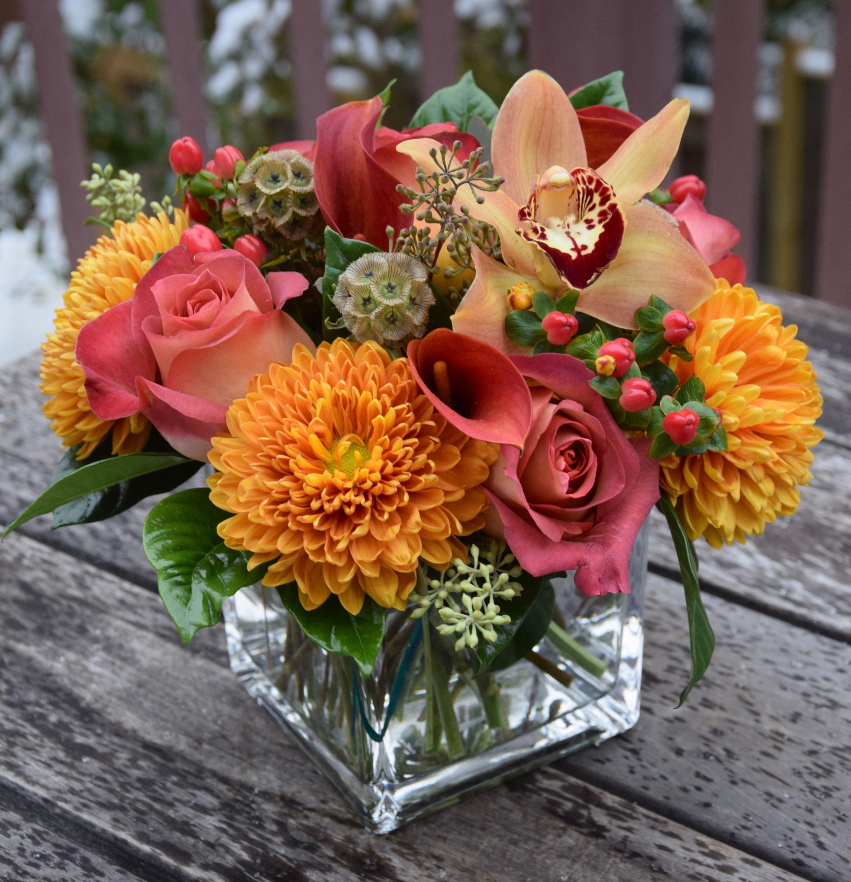 Flower Arrangement With Bright Bold Colored Flowers Coffee Break Roses Disbud Fresh Flowers Arrangements Fall Flower Arrangements Flower Arrangements Simple