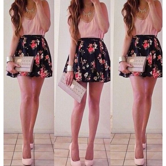 Medium Floral Skirt Size Medium. New with tags, Forever 21 floral skirt. I'LL WORK WITH YOU PLEASE USE OFFER BUTTON Forever 21 Skirts