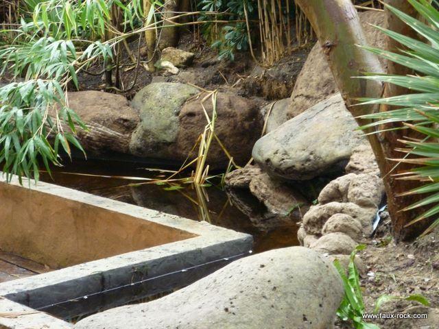 Faux rocher pour bassin aquatique 2 murette du bassin for Cascade pour bassin aquatique