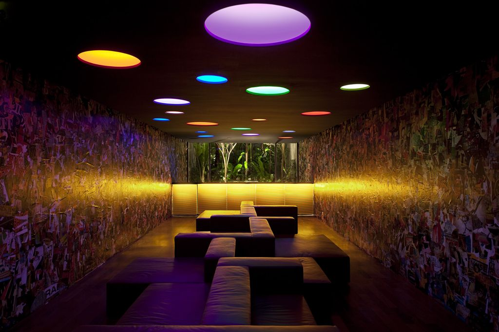Numero lounge in Sao Paulo, Brazil by Isay Weinfeld