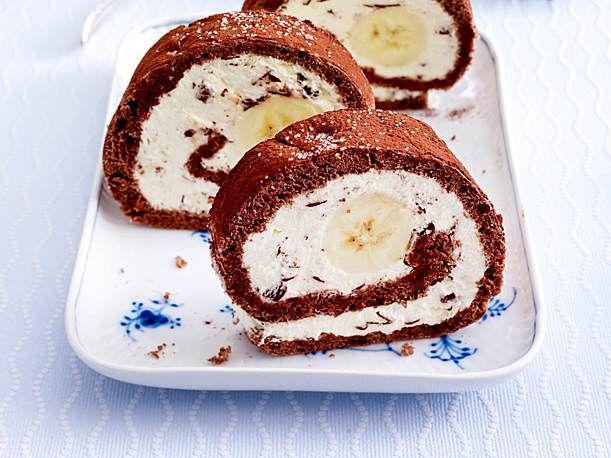 Banana-Split-Biskuitrolle Rezept | LECKER